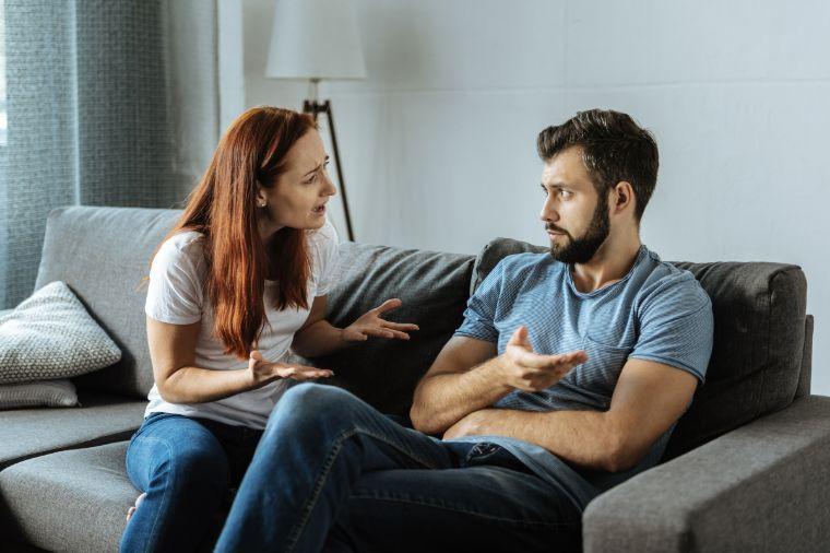 Родители-манипуляторы: как нарциссы продолжают контролировать взрослых детей